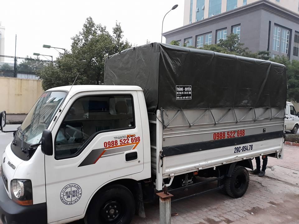 Xe tải chở hàng thùng bạt
